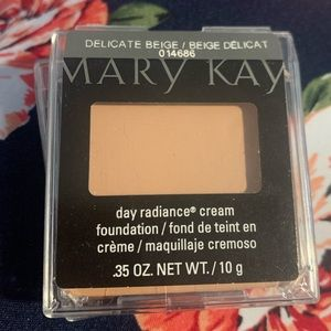Day Radiance Cream Foundation Delicate Beige